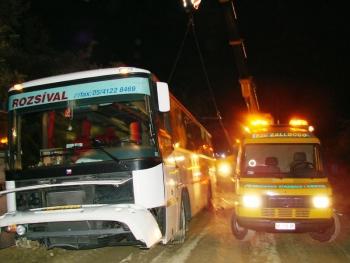 Italie2007_VyprostovaniAutobusuJerabem.JPG